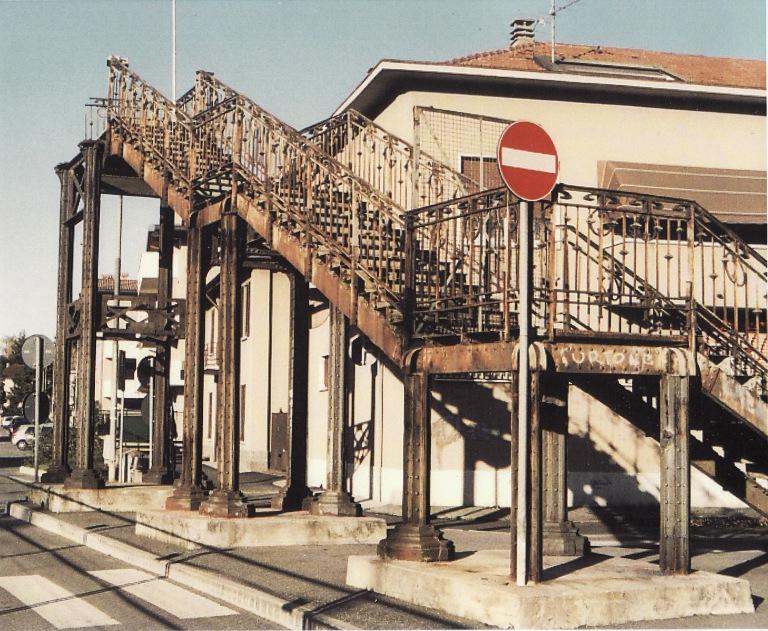 Ponte di ferro da via Fermo Zari