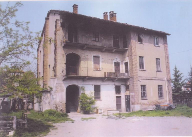 Vecchia casa in via Toti
